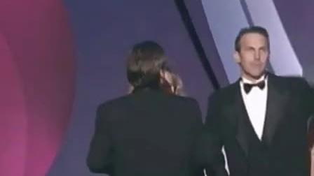 凯文科斯特纳因《与狼共舞》获奥斯卡最佳影片领奖致辞