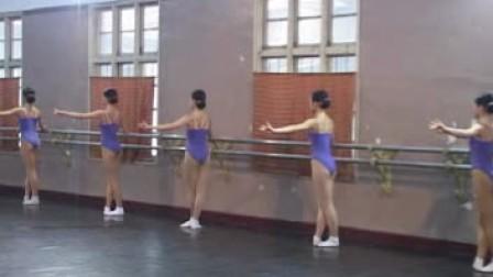 舞蹈学校练功房的美女们(身材都杠杠的)_2