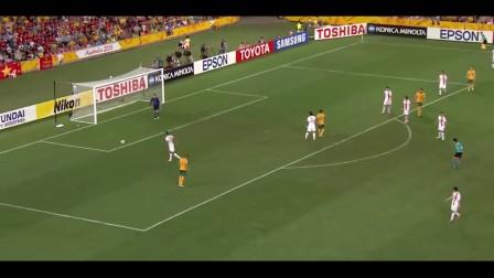 中国队后防压力大!被围攻隆戈远射偏出球门