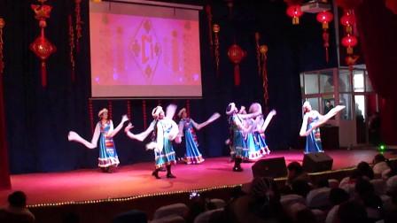 民族舞蹈:吉祥瑶。(周口监狱2015年春节晚会表演实况)