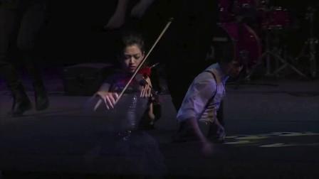 康妮媚 Connie Mae 台中圓滿歌劇院 與舞者表演