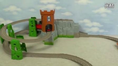 轻松一刻,托马斯小火车状况百出,翻车、撞车、从山上掉下来……