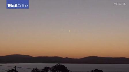 澳上空惊现巨大神秘火球 民众认为是UFO