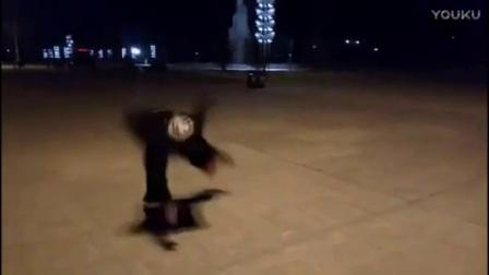 欧洲的鬼步舞高手教学汇总 法国面具男鬼步舞视频教学