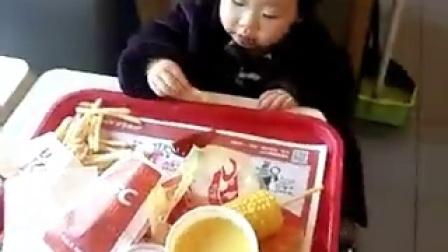 呆萌小萝莉智斗薯条