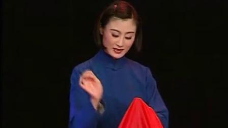 张火丁绣红旗