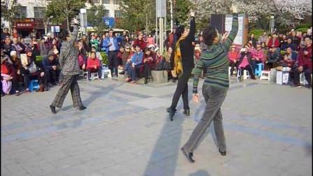 """爱剪辑-牡丹广场,当年歌舞团的三朵金花,再现舞蹈""""又见北风吹""""。爱剪辑-我的视频"""