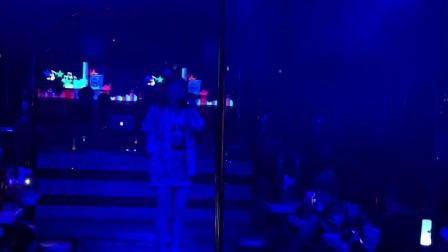 酒吧女歌演唱中英文歌