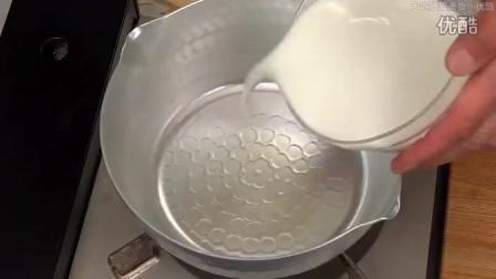 【大吃货爱美食】与狗共厨——萌奶奶教做材料简单 制作容易的焦糖牛乳布丁 150414_高清