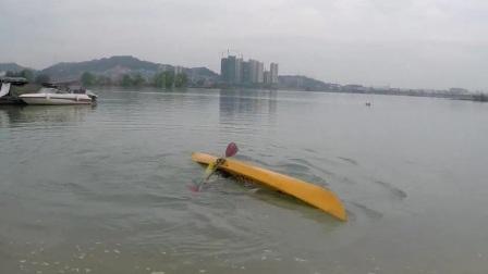 本地区最佳皮划艇运动引领者示范翻滚