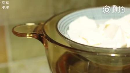 在早餐里油条配豆浆或者配豆腐脑算是我的最爱了!