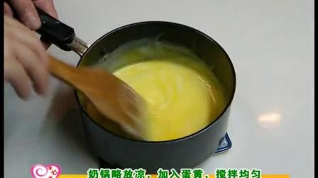 15分钟教你做软软甜甜的奶黄牛角面包草莓蛋糕的做法