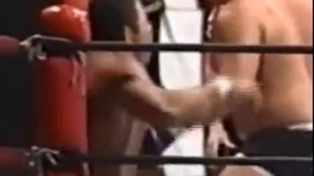拳套虐摔跤手腹肌