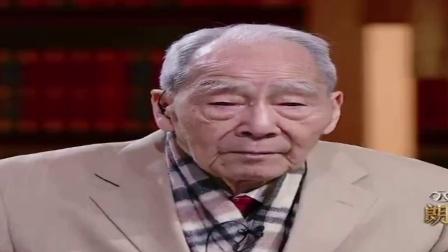 96岁的许渊冲先生每天坚持翻译至凌晨