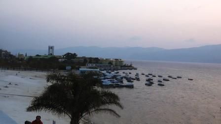 日出抚仙湖
