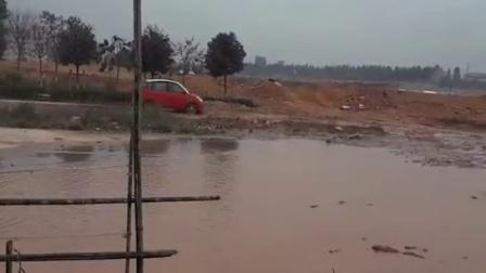 陆地方舟艾威电动汽车涉水实验实拍记录