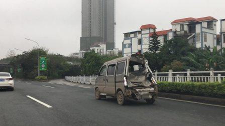 南宁葫芦鼎大桥看见一面断尾包车
