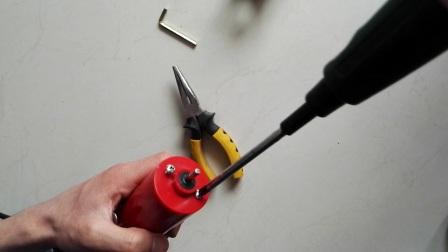 电动刮鳞机如何更换机身(电机+开关总成).mp4
