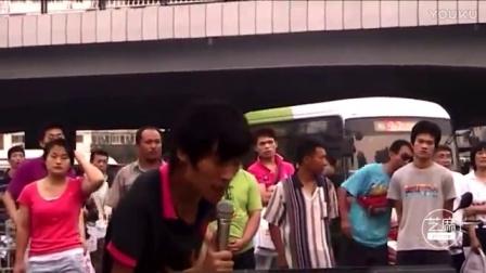 只有流浪歌手王亮才能唱出如此催泪伤感歌曲,听到心碎!