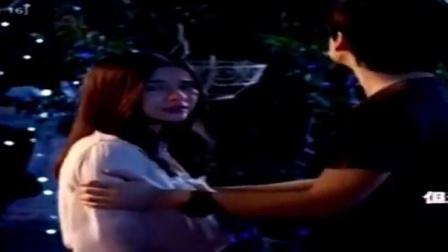 泰版一吻定情:湘琴抱着阿金、植树牵着女友,他俩这是要闹怎样