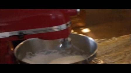 生日蛋糕裱花视频 月饼特点 用面包机怎么做酸奶