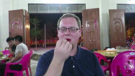 外国人吃槟榔 (英文没字幕)