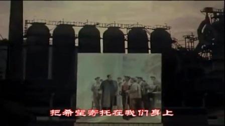电影《青春似火》插曲:01根深叶茂迎风长 演唱:朱逢博