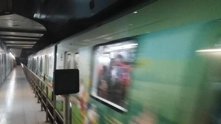 上海地铁11号线奶咖列车曹杨路出站(往迪士尼)