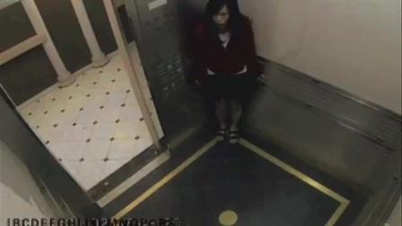 没想到蓝可儿近期又爆出新线索!随着电梯监控录像被删减片段的流出,让更加扑朔迷离。这段诡异的视频倒是与电影《蓝可儿之旅》中的氛围颇为相似,