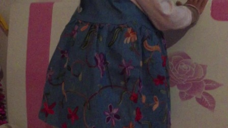试穿个新裙子臭美的不行