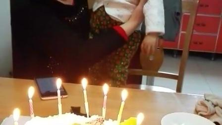 爷爷过生日呢