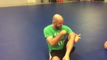格锐搏击会馆-巴西柔术两种简单的橡皮式防守
