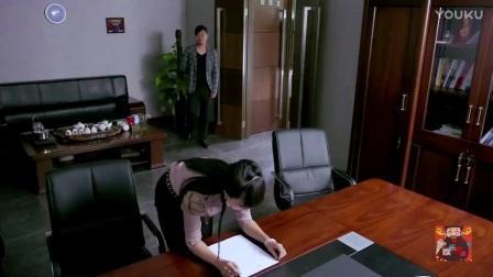 女秘书在办公室被老板打屁股,只因办了这几件错事_高清
