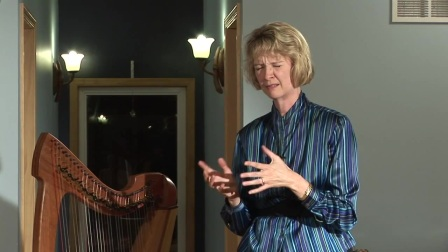 Tami Briggs demonstrates Harp Therapy 竖琴疗愈
