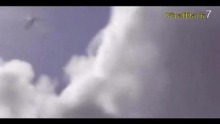 监控拍到的5个真实天使恶魔的录像!难道真的有天使和上帝?_0
