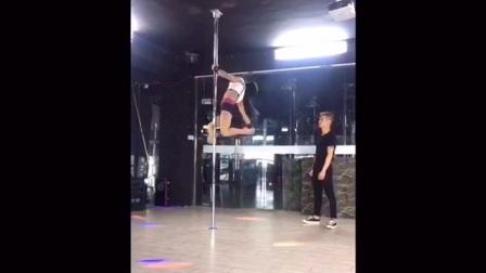 钢管舞初级教学视频(钢管舞教学分解动作) 常州钢管舞培训视频