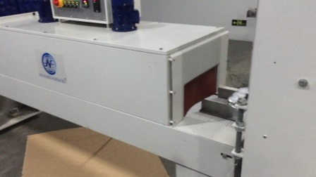 广东食品厂最新推荐全自动袖口式热收缩包装机   邝工    18820422161