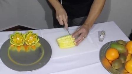 大厨教你快速地做出简易的橙子菠萝水果拼盘!