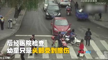 监拍2岁幼童横穿马路 遭两车连续从身上驶过奇迹生还