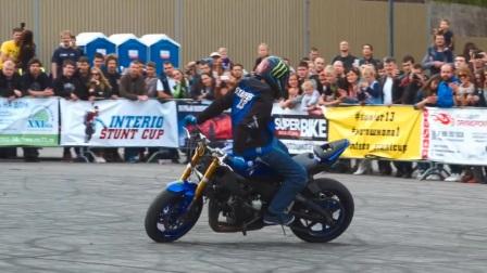 外国人把摩托车特技,玩到这种程度了