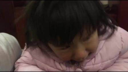 一个被妈妈抛弃的可怜的小女孩,她妈妈杨秀平抛夫弃子和杨顺林(一小林)跑去福州了。杨秀平是贵州省毕节市大方县八堡乡新开村新寨二组村民22岁,