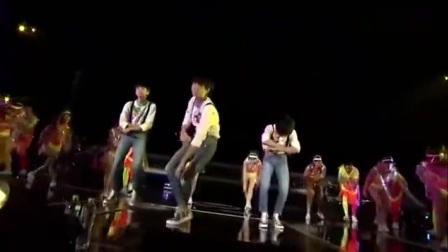 TFBOYS四周年见面会TFBOYS王俊凯rap合集 舞台气场100分的小凯简直帅到炸!