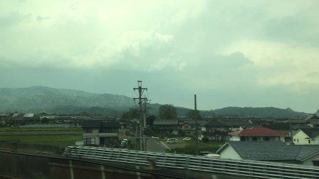 新幹線やまびこ号上,雨前很美༄