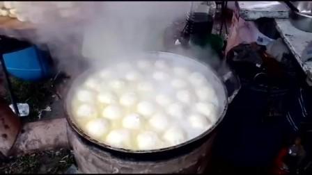 山脚下锅里正煎的水煎包 这才是寻找的乡村美味