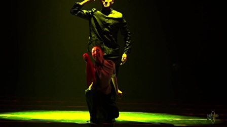 9.双人舞《幸福的红手帕》