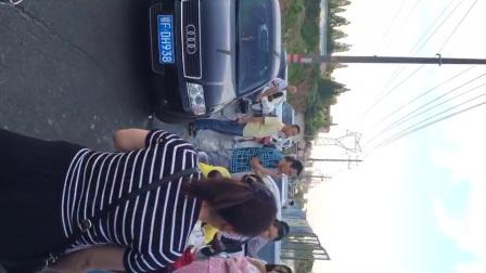 湖北襄阳市襄城区君临山小区 物业不让业主回家堵门