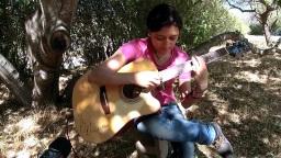 墨西哥妹子Janet Noguera演奏的一首指弹吉他作品「Aventuras Misteriosas」