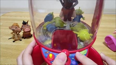 我试图与梅尔瓒的迪斯尼卡通人物玩具总动员空间起重机玩游戏!—面包超人玩具-