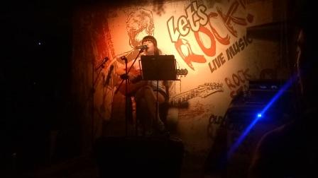 民谣女歌手 鲍婷 酒吧吉他弹唱 《寂寞》