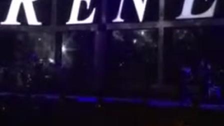 刘若英武汉演唱会现场,万人舞台上,无法谈定声称我很慌张、紧张